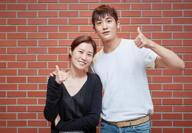 https: img-z.okeinfo.net content 2019 04 08 206 2040733 park-hyung-sik-akui-gugup-jelang-penayangan-film-perdananya-ImgmcQB2At.jpg