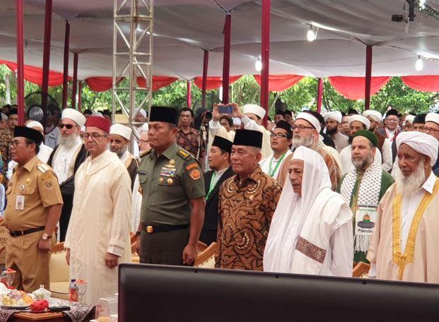 https: img-z.okeinfo.net content 2019 04 08 512 2040708 menhan-resmi-buka-forum-ulama-sufi-internasional-kvhtrpAv2f.JPG