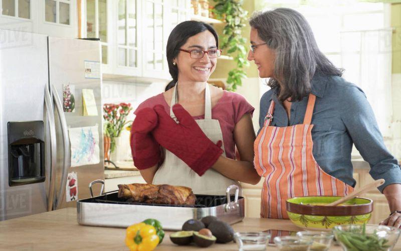 https: img-z.okeinfo.net content 2019 04 09 298 2041283 ternyata-ini-alasan-mengapa-masakan-nenek-selalu-enak-IfaWV7ikGQ.jpg