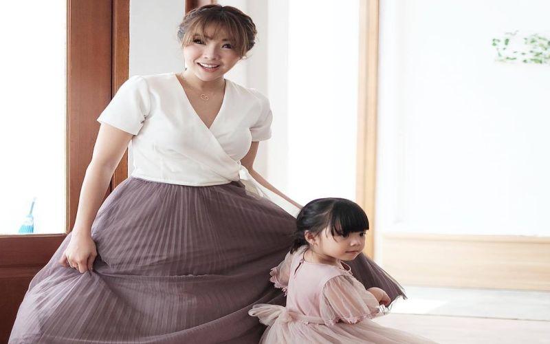 https: img-z.okeinfo.net content 2019 04 09 33 2040947 bertemu-putri-gisel-ekspresi-wijaya-saputra-jadi-sorotan-netizen-zSL86C0Ly9.jpg