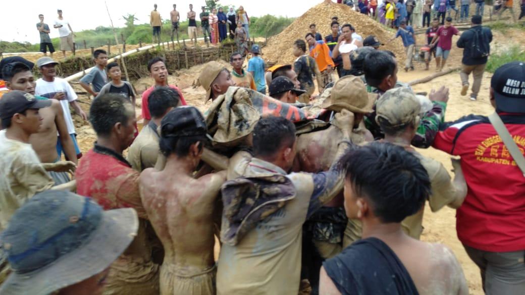 https: img-z.okeinfo.net content 2019 04 09 340 2040978 7-korban-longsor-di-banjarbaru-berhasil-dievakuasi-5-tewas-dan-2-selamat-9AKdLVZ3cA.jpg