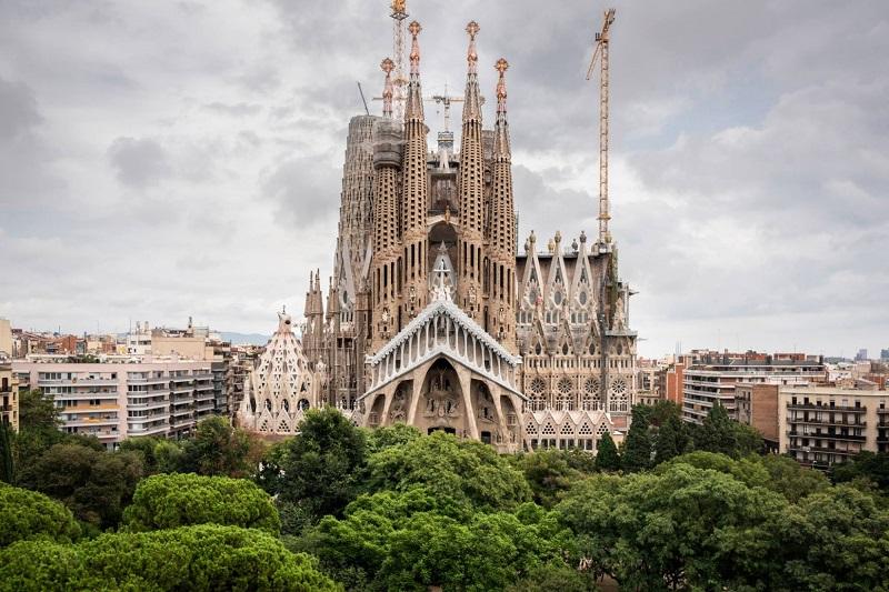 https: img-z.okeinfo.net content 2019 04 11 406 2042293 5-destinasi-wajib-dikunjungi-saat-berlibur-ke-barcelona-6HUqmWxAnn.jpg