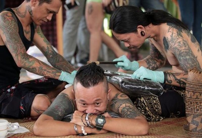 https: img-z.okeinfo.net content 2019 04 12 194 2042775 tato-tertua-ditemukan-di-indonesia-bentuknya-seperti-apa-136dkR5QqY.jpg