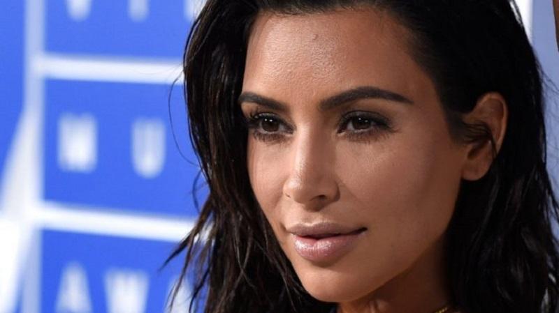 https: img-z.okeinfo.net content 2019 04 12 196 2042725 magang-di-firma-hukum-diam-diam-kim-kardashian-berjuang-jadi-pengacara-rRmeBNiuqA.jpg