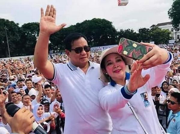 https: img-z.okeinfo.net content 2019 04 13 1 2043191 prabowo-titiek-soeharto-rujuk-indonesia-lebih-sejuk-qdP011RGdk.jpg