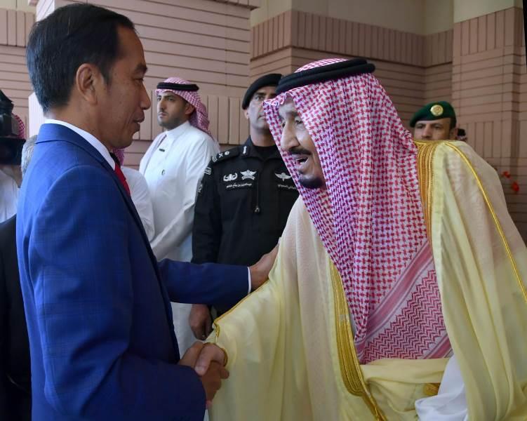 https: img-z.okeinfo.net content 2019 04 14 337 2043480 raja-salman-saya-senang-presiden-jokowi-bisa-memenuhi-undangan-saya-ZTH6hcwhjy.jpeg
