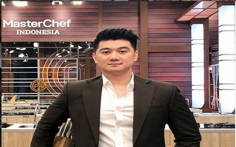 https: img-z.okeinfo.net content 2019 04 15 298 2043821 sederet-jawaban-konyol-chef-arnold-bikin-netizen-makin-jatuh-cinta-wZNSrNteih.jpg