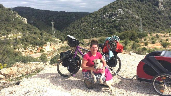 https: img-z.okeinfo.net content 2019 04 15 406 2043818 pesepeda-wanita-ini-diselamatkan-hidupnya-oleh-anjing-jalanan-67YJejdEq0.jpg