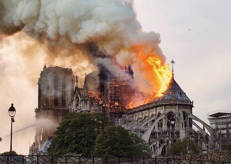 https: img-z.okeinfo.net content 2019 04 16 18 2043996 ini-penyebab-api-cepat-menjalar-di-gereja-notre-dame-26r6nwARcZ.jpg