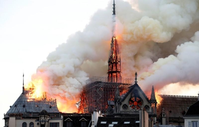 https: img-z.okeinfo.net content 2019 04 16 18 2044242 mahkota-duri-yesus-kristus-selamat-dalam-kebakaran-katedral-notre-dame-EiPPHs4G6h.jpg