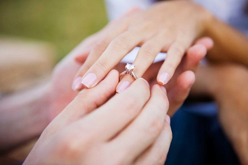 https: img-z.okeinfo.net content 2019 04 16 196 2044334 punya-pasangan-bule-menyenangkan-tapi-kalau-urusan-nikah-ribet-minta-ampun-XtBfikU3Pt.jpg