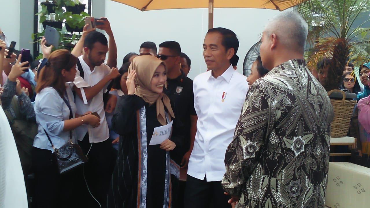 https: img-z.okeinfo.net content 2019 04 16 320 2044147 presiden-jokowi-angkat-industri-halal-indonesia-ke-tingkat-dunia-kJtnT2NagV.jpg