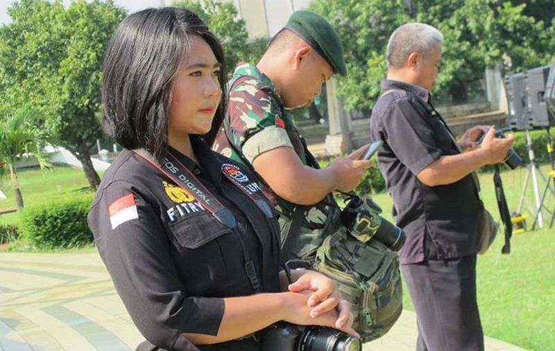 https: img-z.okeinfo.net content 2019 04 17 194 2044595 gaya-polwan-cantik-fitrya-wijayanty-yang-bikin-pemilu-makin-adem-ECVDDSMBIS.jpg