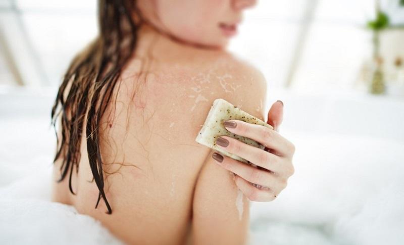 https: img-z.okeinfo.net content 2019 04 17 481 2044847 mandi-sekali-sehari-bikin-tubuh-makin-sehat-ini-buktinya-gbRLagpywm.jpg