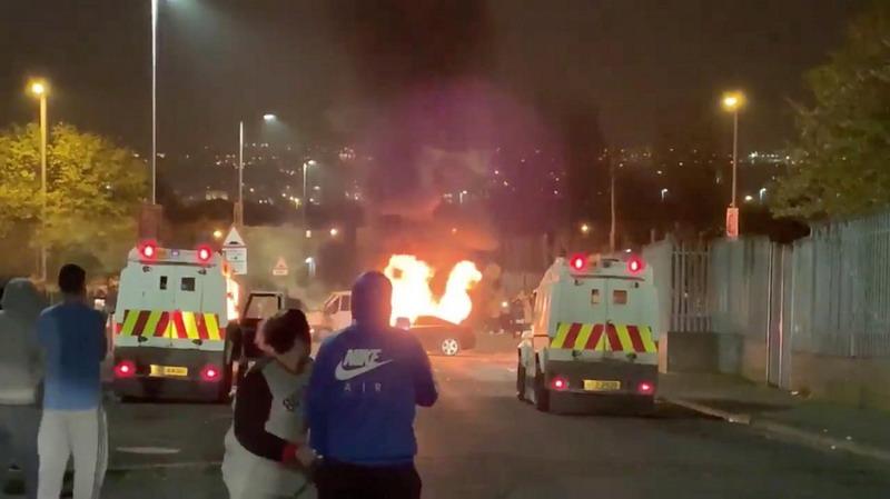 https: img-z.okeinfo.net content 2019 04 19 18 2045633 jurnalis-muda-tewas-tertembak-dalam-kerusuhan-di-irlandia-utara-DbmIXid5pL.jpg
