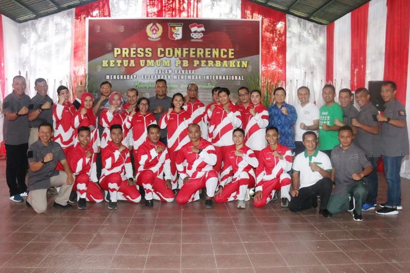 https: img-z.okeinfo.net content 2019 04 20 43 2045782 ketum-pb-perbakin-lepas-tim-petembak-indonesia-ke-world-cup-beijing-s7jDvCh77J.jpg