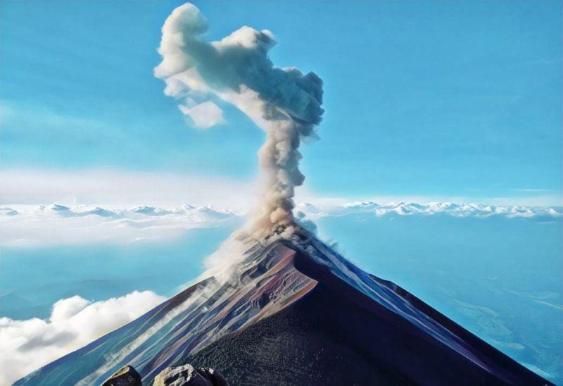 https: img-z.okeinfo.net content 2019 04 21 244 2046027 gunung-agung-erupsi-abunya-terbang-hingga-denpasar-opxEPHFzoc.jpg