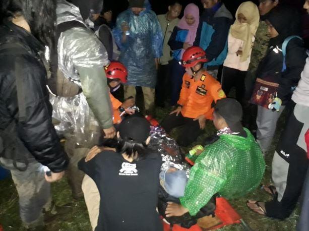 https: img-z.okeinfo.net content 2019 04 21 512 2045992 gadis-remaja-asal-jakarta-jatuh-ke-jurang-saat-mendaki-gunung-sindoro-Dtas3hNOkM.JPG