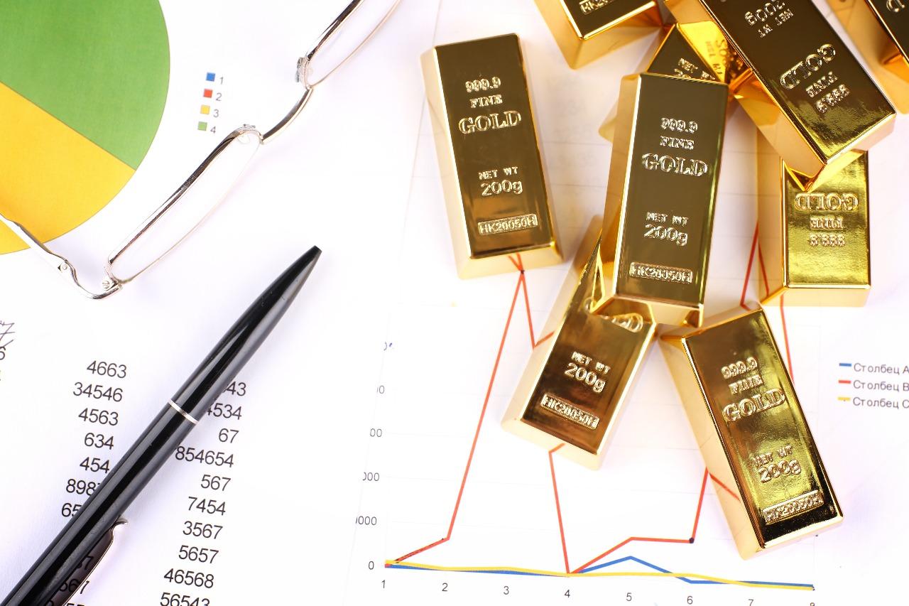 https: img-z.okeinfo.net content 2019 04 22 320 2046293 harga-emas-antam-betah-di-posisi-rp656-000-gram-Afvaeez4wA.jpg