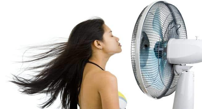https: img-z.okeinfo.net content 2019 04 22 611 2046699 mana-lebih-bagus-keringkan-rambut-dengan-kipas-angin-atau-hair-dryer-GeZ774zy49.jpg