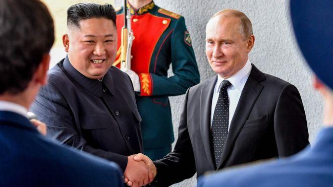 https: img-z.okeinfo.net content 2019 04 25 18 2047881 putin-dan-kim-jong-un-bertemu-untuk-pertama-kalinya-dalam-ktt-di-vladivostok-W1bzFKxoru.jpg