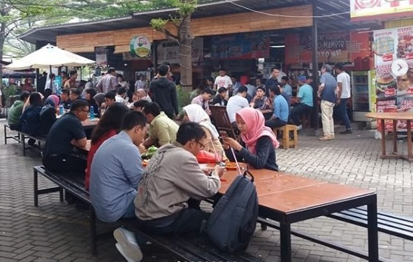 https: img-z.okeinfo.net content 2019 04 26 298 2048303 5-pusat-kuliner-enak-di-jakarta-cocok-dikunjungi-setelah-salat-jumat-BTpxAfMYYq.jpg
