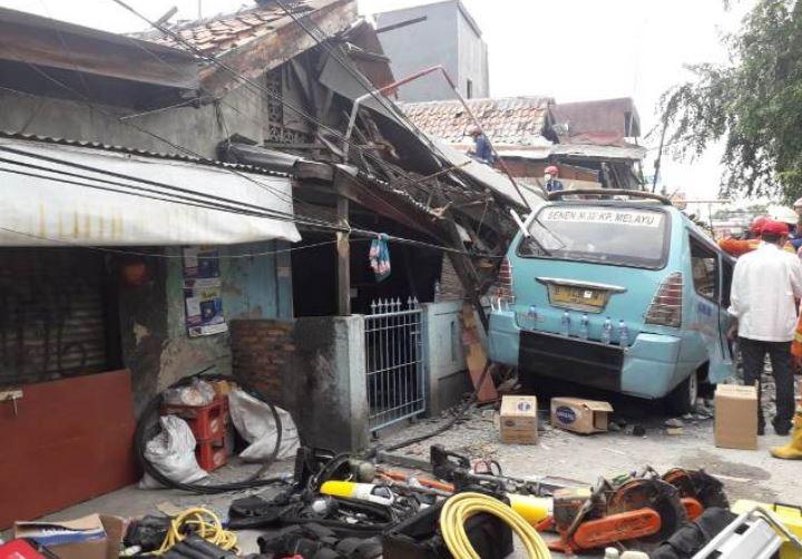 https: img-z.okeinfo.net content 2019 04 26 338 2048603 korban-tewas-akibat-rumah-ambruk-di-tanah-tinggi-bertambah-jadi-3-orang-qncfICfgxn.JPG