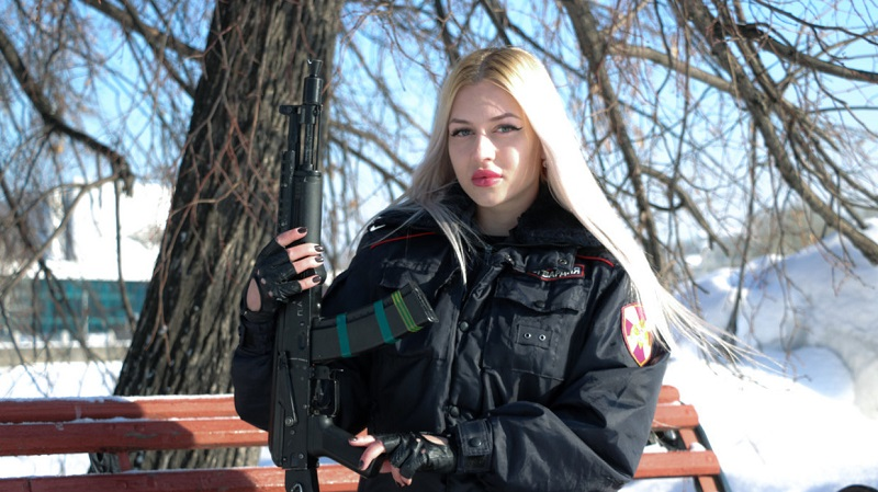 https: img-z.okeinfo.net content 2019 04 28 194 2049114 pengawal-nasional-vladimir-putin-menangkan-kontes-kecantikan-militer-cantiknya-bukan-main-BQus9Klle4.jpg
