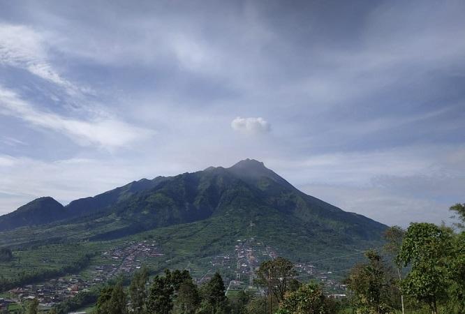 https: img-z.okeinfo.net content 2019 04 28 510 2049004 gunung-merapi-kembali-luncurkan-awan-panas-guguran-gLtzbUGWUg.JPG