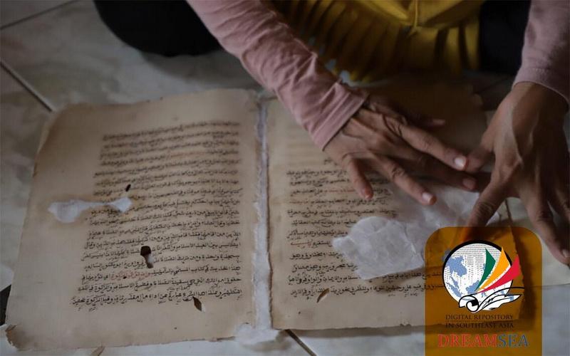 https: img-z.okeinfo.net content 2019 04 29 614 2049505 merawat-manuskrip-di-masjid-kuno-pengawal-pangeran-diponegoro-SvGWKNRsTq.jpg