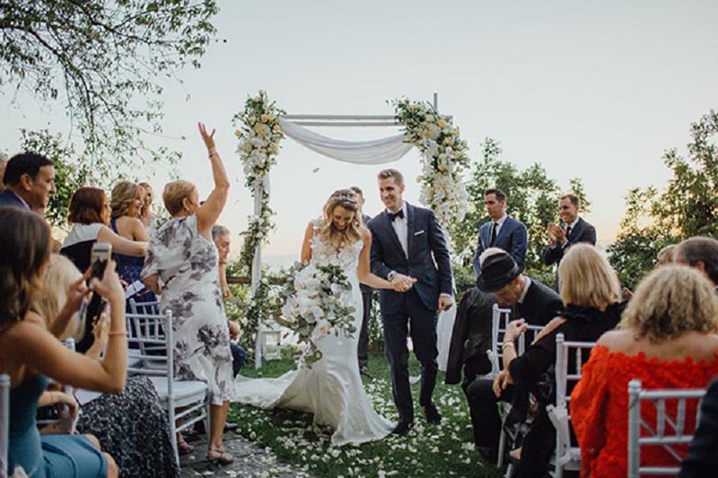 https: img-z.okeinfo.net content 2019 04 30 194 2050005 intimate-wedding-jadi-tren-pernikahan-yang-mulai-diburu-generasi-milenial-gD1UBlbfXy.jpg