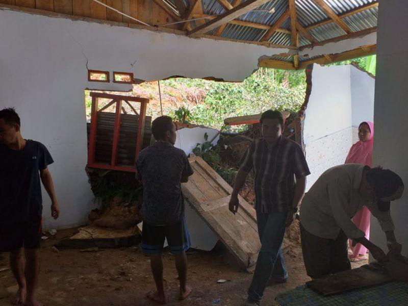 https: img-z.okeinfo.net content 2019 04 30 340 2049808 pemprov-bengkulu-tetapkan-status-tanggap-darurat-di-9-daerah-terdampak-banjir-0wVQpQ9PJV.jpg