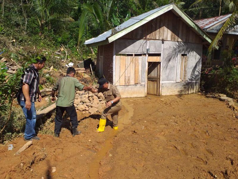 https: img-z.okeinfo.net content 2019 04 30 340 2049818 ini-daerah-terparah-terdampak-banjir-dan-longsor-di-bengkulu-gtn6yiLjzG.jpg