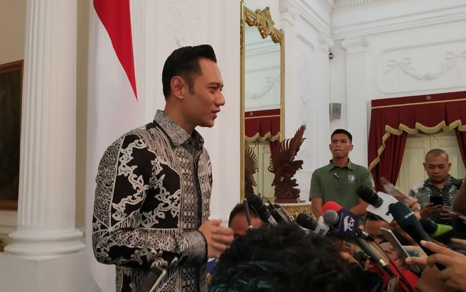 https: img-z.okeinfo.net content 2019 05 02 605 2050730 ahy-sampaikan-titipan-salam-dari-sby-ani-yudhoyono-untuk-jokowi-K8cRNFa0Qd.jpg