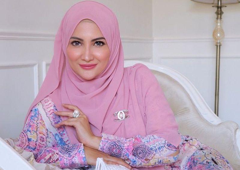https: img-z.okeinfo.net content 2019 05 02 617 2050737 gaya-si-cantik-natalie-sarah-dalam-balutan-hijab-v0Edv5FvRd.jpg