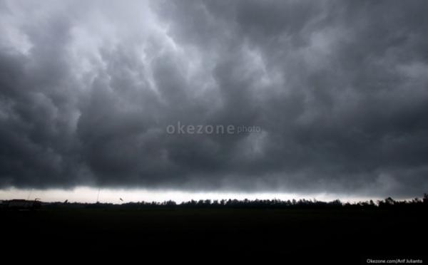 https: img-z.okeinfo.net content 2019 05 03 337 2051176 waspada-15-wilayah-ini-berpotensi-diguyur-hujan-lebat-hingga-awal-ramadan-1440-h-OnszkDzv2F.jpg