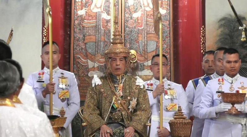 https: img-z.okeinfo.net content 2019 05 04 18 2051553 resmi-dinobatkan-raja-thailand-sampaikan-perintah-kerajaan-pertamanya-vZB3G7ukVH.jpg