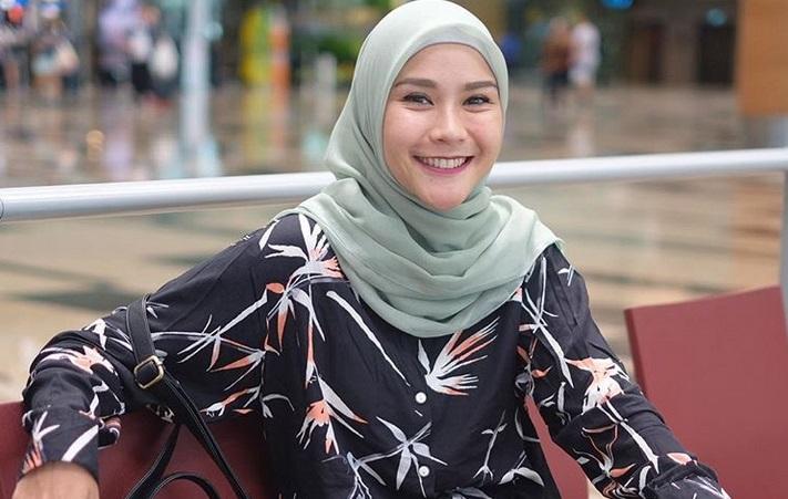 https: img-z.okeinfo.net content 2019 05 06 194 2052309 5-style-hijab-zaskia-adya-mecca-inspirasi-untuk-bukber-Dy3N1Kftue.jpg