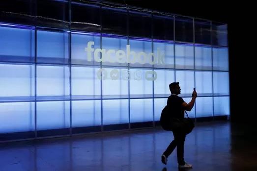 https: img-z.okeinfo.net content 2019 05 06 207 2051992 mark-zuckerberg-umumkan-fitur-baru-facebook-messenger-dan-whatsapp-SayxqjC2Il.jpg