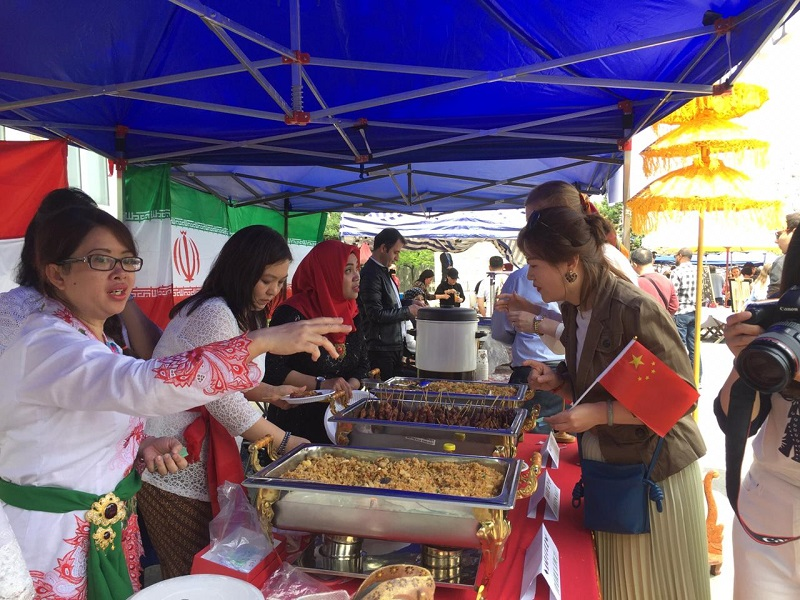 https: img-z.okeinfo.net content 2019 05 06 298 2052173 bangga-makanan-indonesia-ludes-terjual-di-korea-utara-xpZRdYkKPG.jpeg
