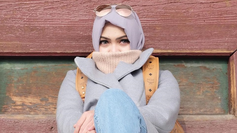 https: img-z.okeinfo.net content 2019 05 06 33 2051917 rina-nose-unggah-foto-berhijab-netizen-semoga-kembali-hijrah-STbH6WZzgv.jpg