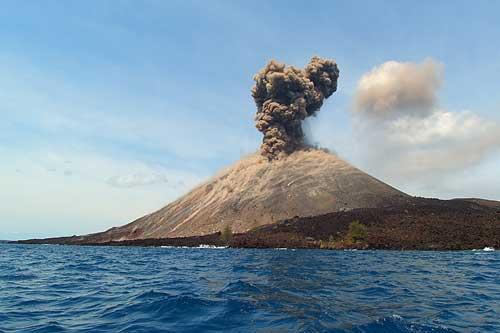 https: img-z.okeinfo.net content 2019 05 07 337 2052450 gunung-anak-krakatau-digoyang-14-kali-gempa-di-awal-ramadan-1440-h-sYkkW66P6A.jpg