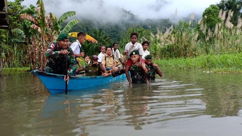 https: img-z.okeinfo.net content 2019 05 07 340 2052750 perahu-sekolah-yonif-755-antar-anak-kampung-dibra-wujudkan-cita-cita-B7WkMJHlTr.jpg