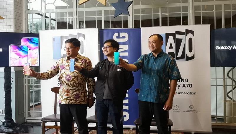 https: img-z.okeinfo.net content 2019 05 07 57 2052691 resmi-meluncur-di-indonesia-galaxy-a70-bawa-fitur-flagship-galaxy-s10-gRbijJk3pB.jpg