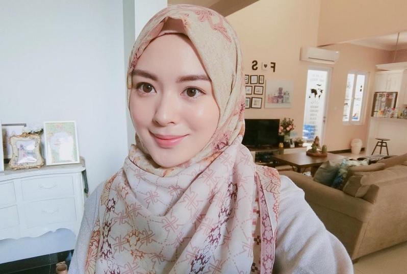 https: img-z.okeinfo.net content 2019 05 08 33 2053025 jalani-ramadan-di-indonesia-ayana-jihye-moon-buka-puasa-di-warteg-iGGoPp4aMF.jpg