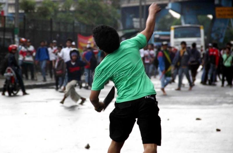 https: img-z.okeinfo.net content 2019 05 08 338 2053076 diduga-hendak-tawuran-7-remaja-ditangkap-di-kalibata-9Ko5qlvx6n.jpg