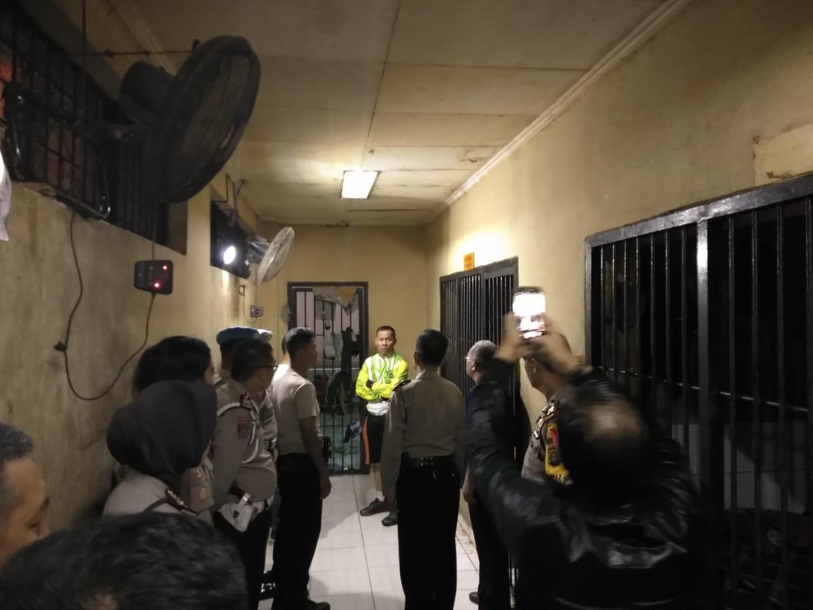 https: img-z.okeinfo.net content 2019 05 08 610 2052973 imbas-30-tahanan-kabur-di-palembang-7-polisi-dijebloskan-ke-penjara-1AGozVjYjh.jpg
