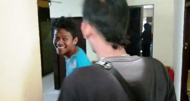 https: img-z.okeinfo.net content 2019 05 10 340 2053887 penjambret-gadis-penjual-takjil-tertawa-usai-ditembak-polisi-wDt1zbbZB5.jpg