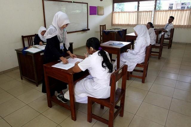 https: img-z.okeinfo.net content 2019 05 11 65 2054384 guru-didorong-bersertifikat-uji-kemahiran-berbahasa-indonesia-DDehx3mVyP.jpg