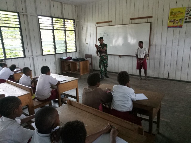 https: img-z.okeinfo.net content 2019 05 12 340 2054602 minim-guru-yonif-755-kostrad-bantu-mengajar-di-pedalaman-papua-vWqdw37fLx.jpg